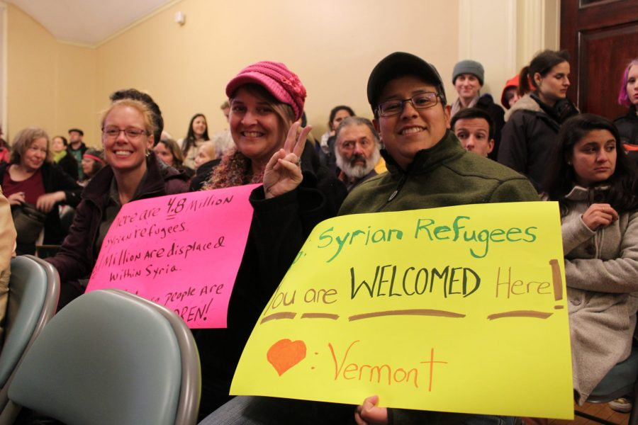 Supporters+of+a+resolution+to+welcome+Syrian+refugees+in+Burlington+hold+handmade+signs+during+a+city+council+meeting+on+Monday%2C+Nov.+28.