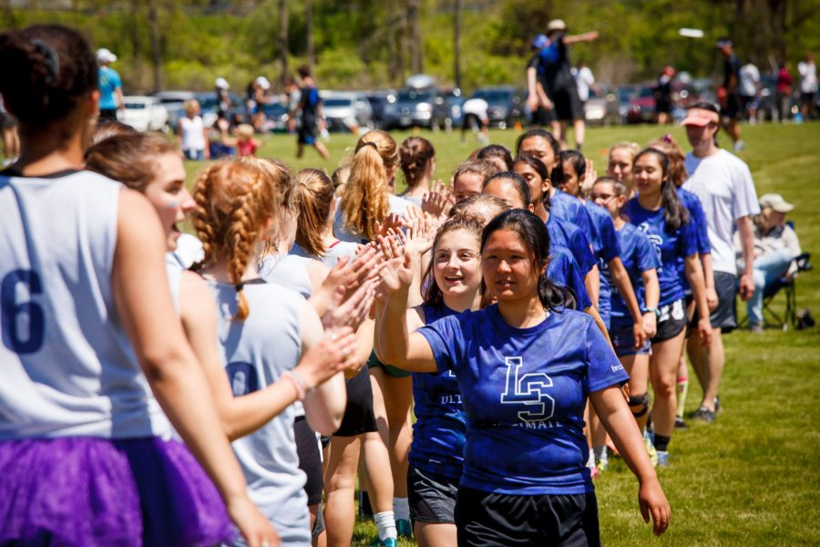 BHS+high+fives+their+opposing+team+after+a+spirited+game+of+ultimate+frisbee.%0APhoto%3A+Brian+MacDonald+